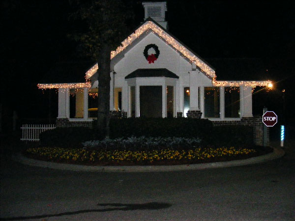 XMAS-GATEHOUSE-WITH-LIGHTS-PRETTY
